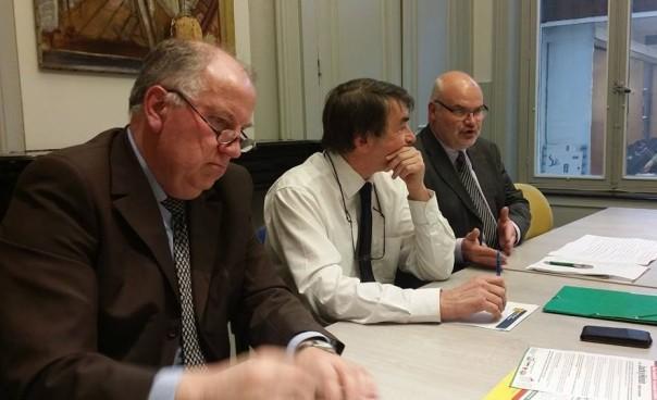 Jacky hénin à droite, avec Eric Bocquet sénateur du Nord, Charles Beauchamp president groupe PCF FDG au Conseil général du Nord.